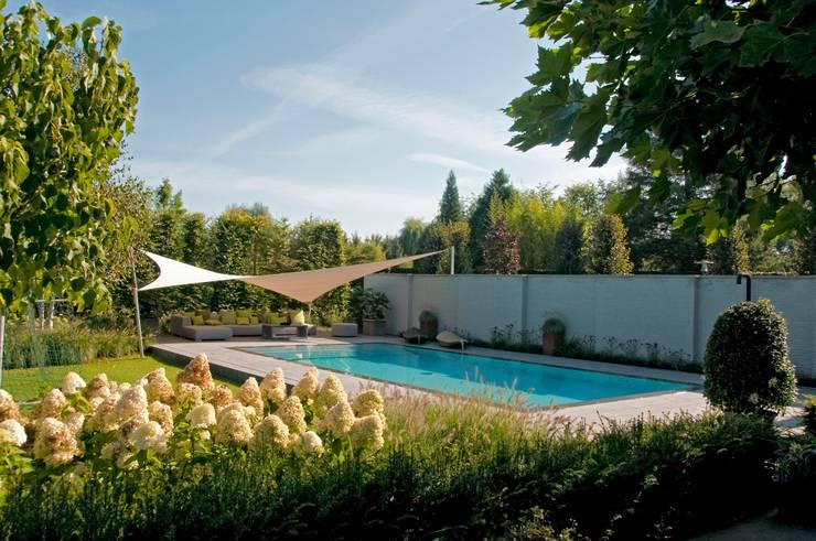 zonnezeil:  Tuin door Tuintechnisch Bureau Smeulders, Landelijk