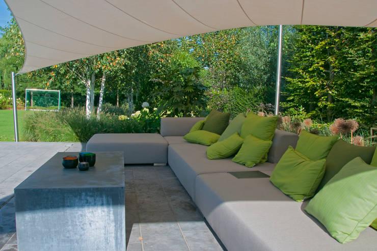 loungeset:  Tuin door Tuintechnisch Bureau Smeulders, Landelijk