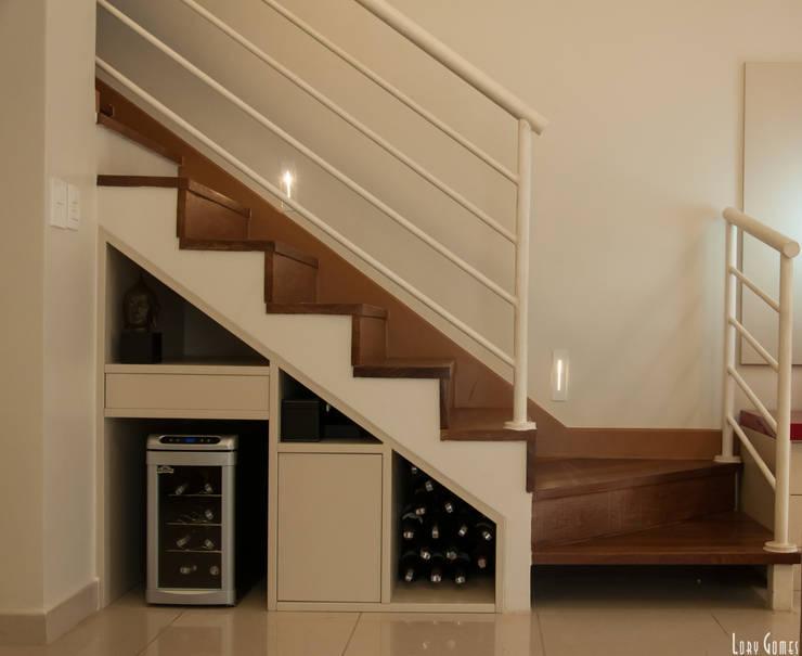 Escada : Corredores e halls de entrada  por Virna Carvalho Arquiteta