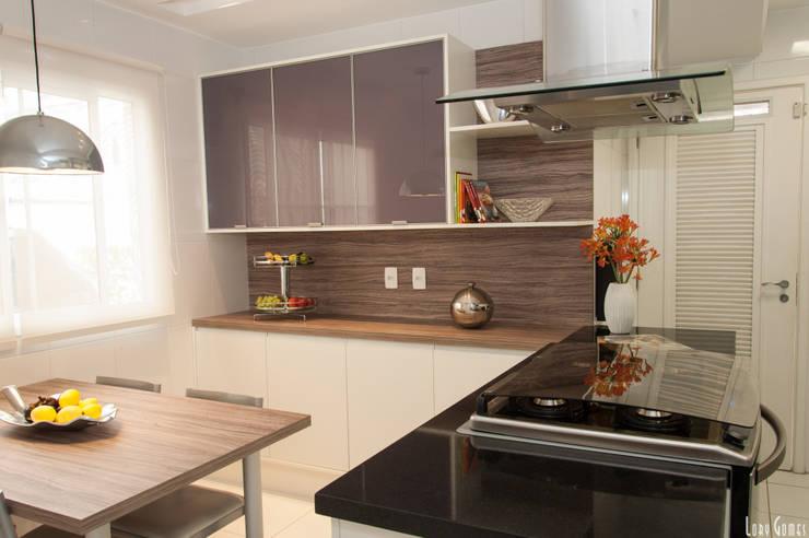 RESIDÊNCIA T BRANCO: Cozinhas  por Virna Carvalho Arquiteta