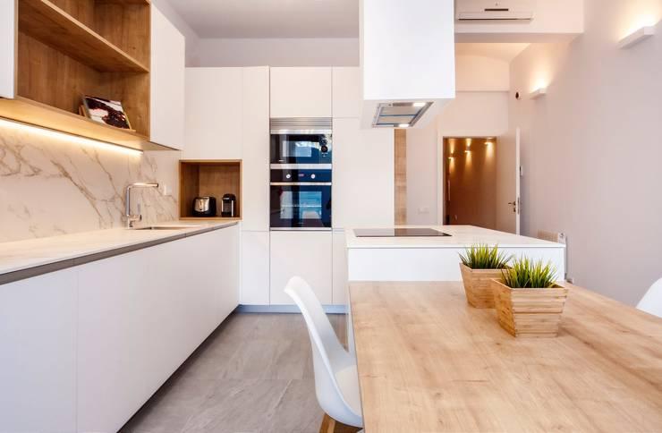 Cocinas de estilo  por Lara Pujol  |  Interiorismo & Proyectos de diseño