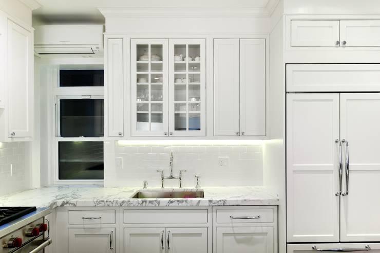 Кухни в . Автор – KBR Design and Build, Модерн