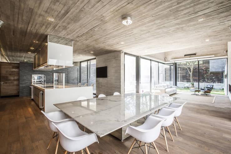 Comedores de estilo  por Miguel de la Torre Arquitectos