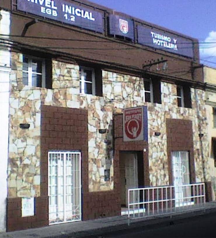 Instituto de Educación Nivel Primario y Terciario: Escuelas de estilo  por Valy