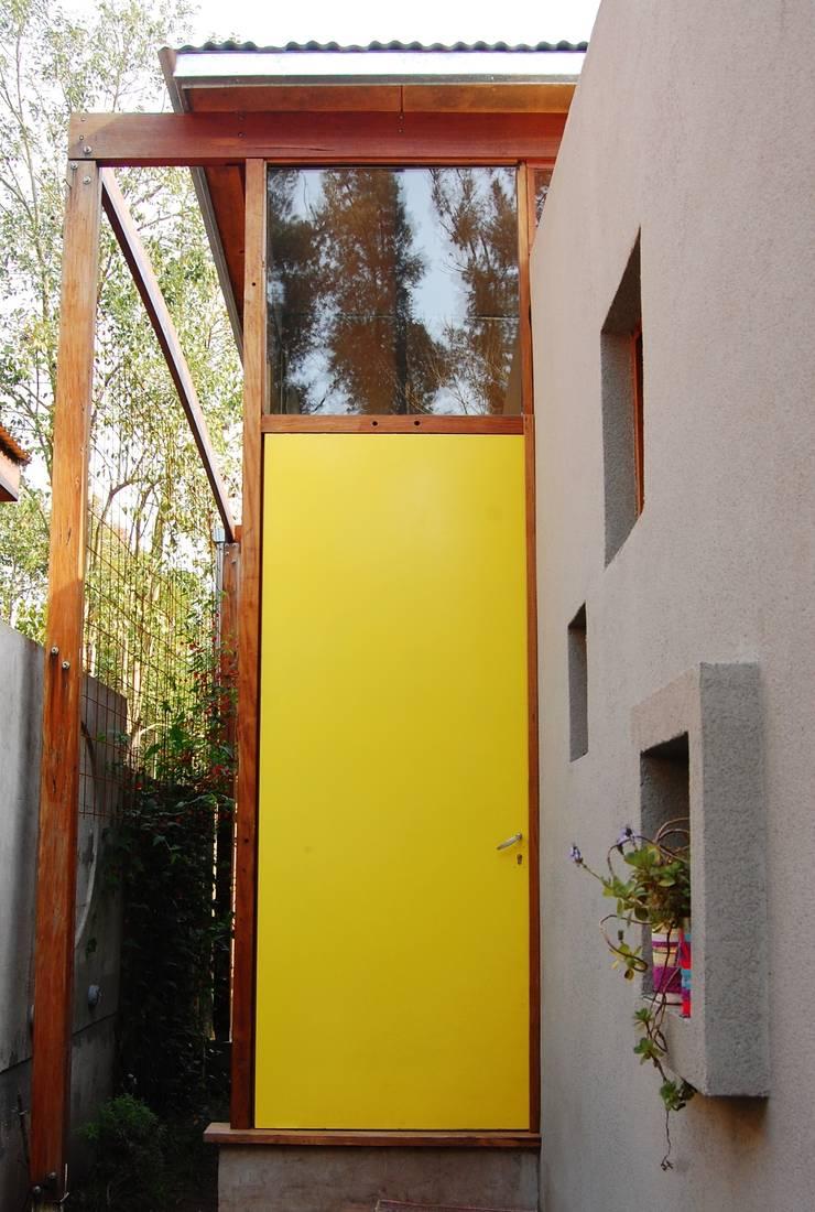 Окна в . Автор – Guadalupe Larrain arquitecta, Лофт Металл
