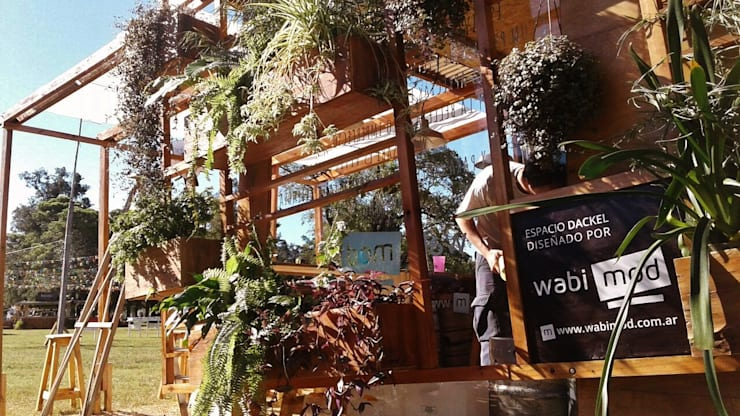 Jardin Vertical: Bares y Clubs de estilo  por Guadalupe Larrain arquitecta