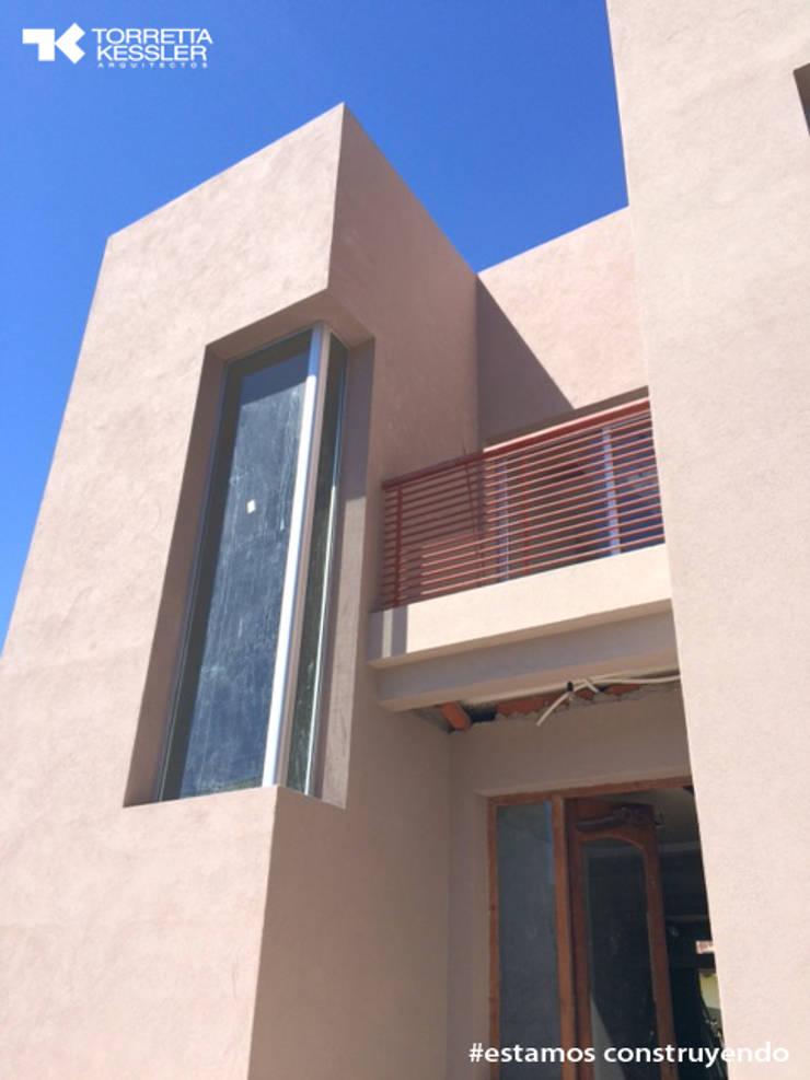 Rumah oleh TORRETTA KESSLER Arquitectos
