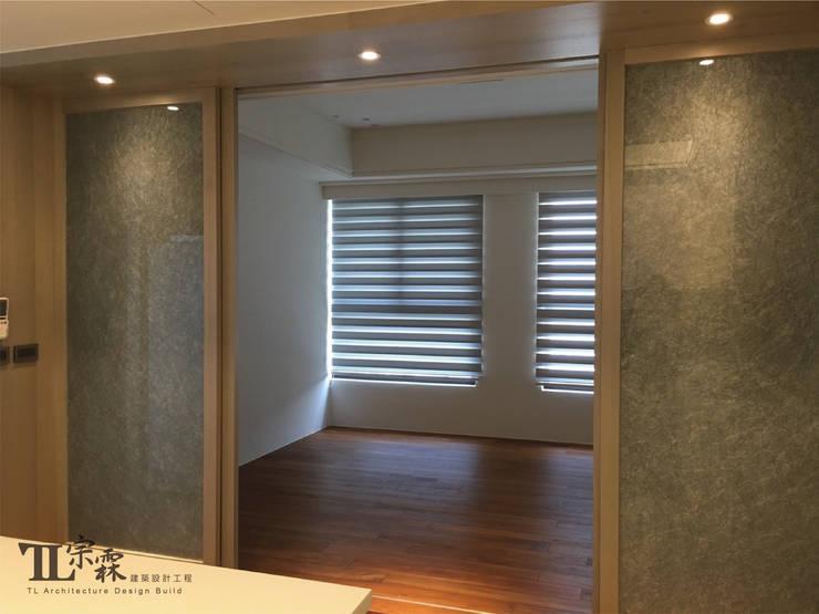 起居室:  臥室 by 宗霖建築設計工程