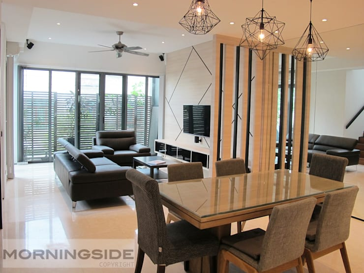 THOMSON ROAD PENTHOUSE CONDO UNIT:  Living room by MORNINGSIDE PTE LTD,