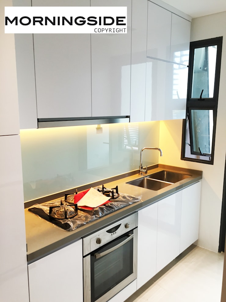THOMSON ROAD PENTHOUSE CONDO UNIT:  Kitchen by MORNINGSIDE PTE LTD