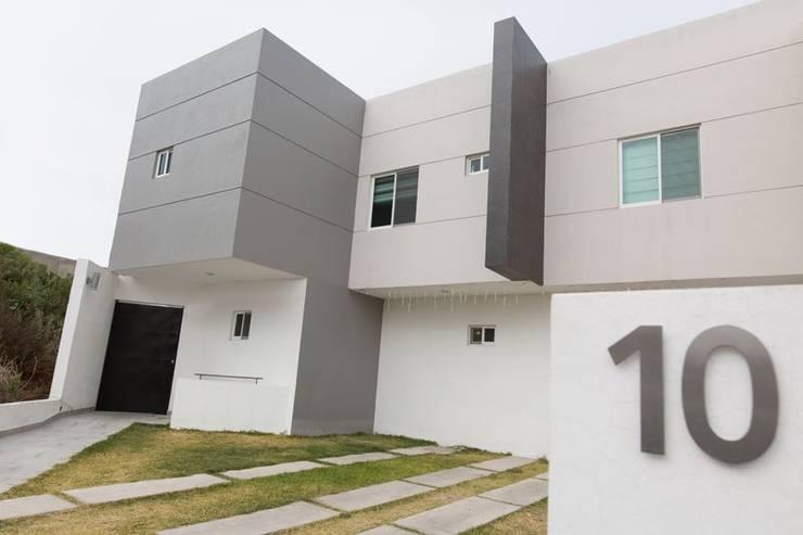 FACHADA CASA MIRADOR: Casas de estilo  por GUECO + diseño + arquitectura + construccion