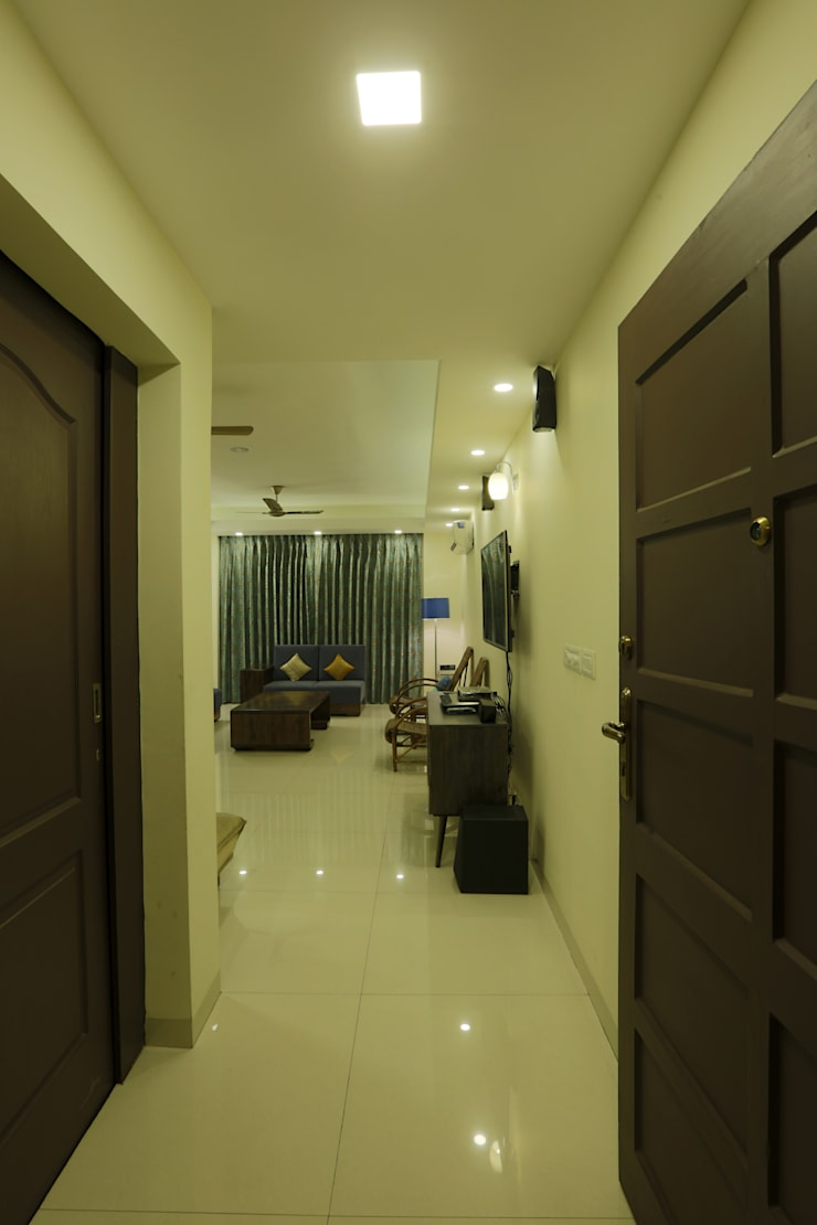 APARTMENT:  Corridor & hallway by DESIGN5
