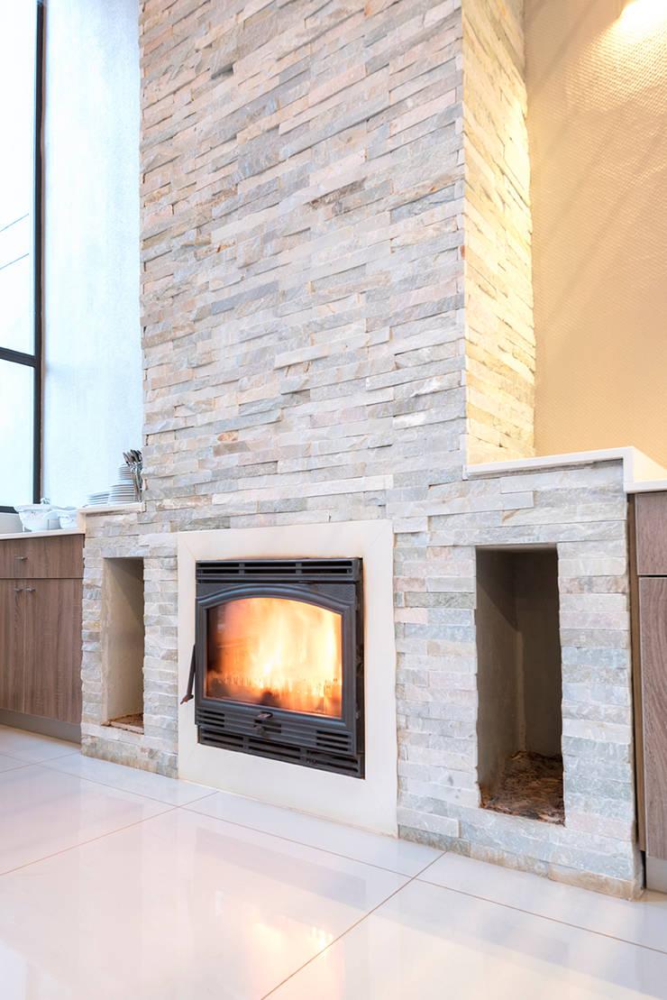 House Zwavelpoort AH:  Living room by Metako Projex, Country