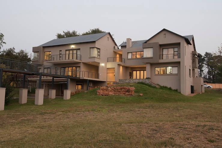 House Zwavelpoort AH:  Houses by Metako Projex, Country