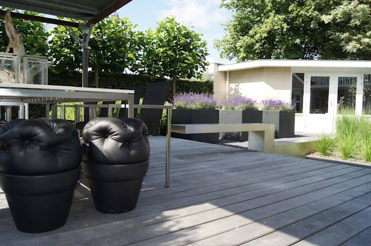 Modern terrace by Heart for Gardens. Modern Wood Wood effect