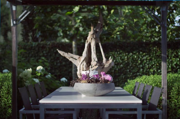 ระเบียง, นอกชาน โดย Heart for Gardens., โมเดิร์น