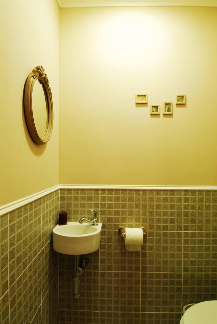 化妝室:  浴室 by 浩司室內裝修設計有限公司 HOUSE INTERIOR DESIGN
