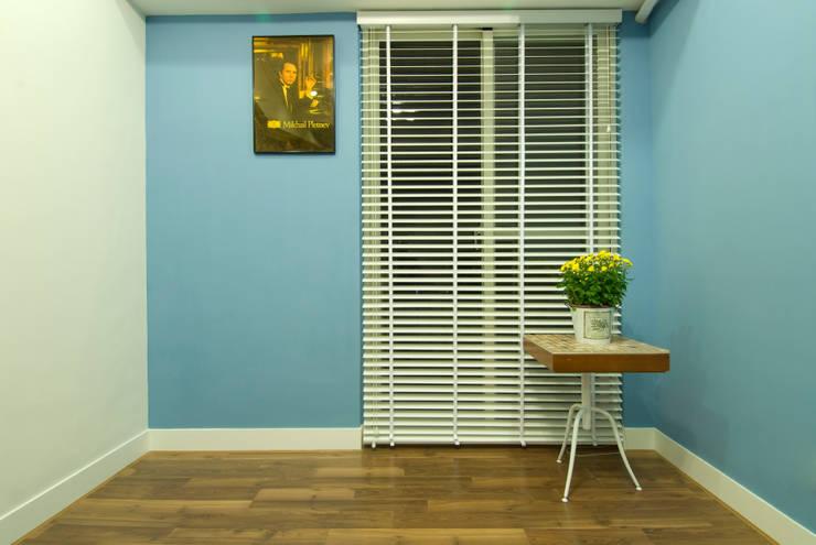 琴房的一角:  視聽室 by 浩司室內裝修設計有限公司 HOUSE INTERIOR DESIGN