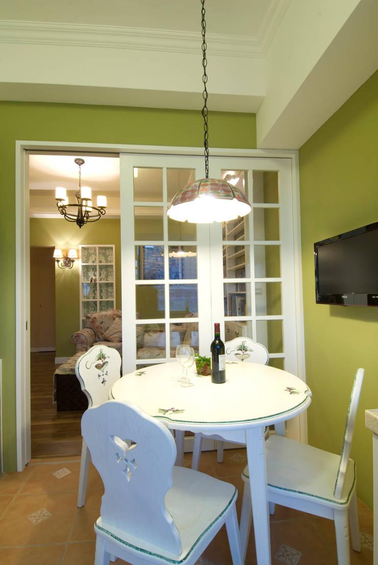 開放式餐廳:  廚房 by 浩司室內裝修設計有限公司 HOUSE INTERIOR DESIGN
