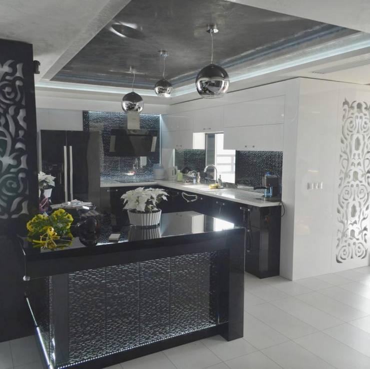 APARTMENT VD SOFIA: modern Kitchen by eNArch.info