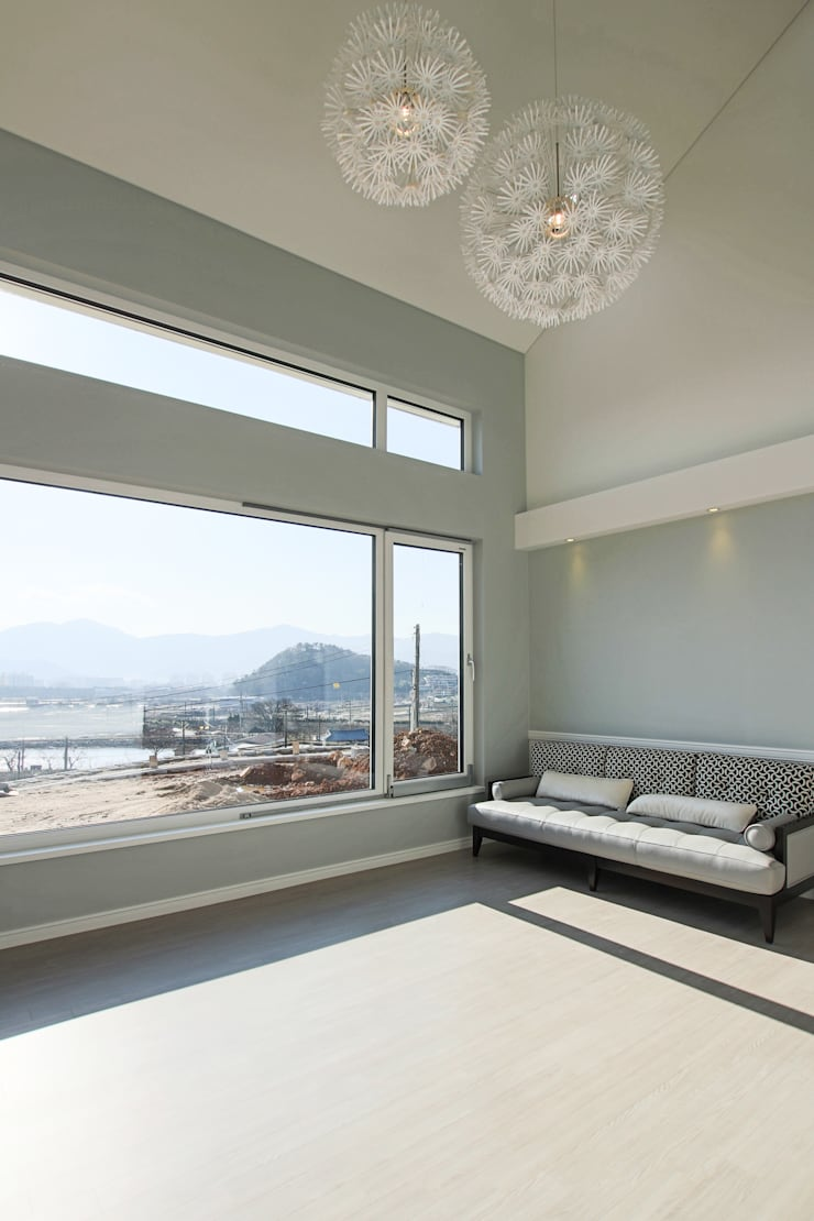 햇살담은집 : 로이하우스의  거실