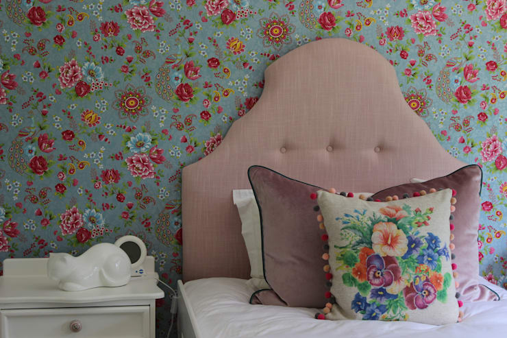 Little Girl's Room - Kloof:  Nursery/kid's room by Taryn Flanagan Interiors