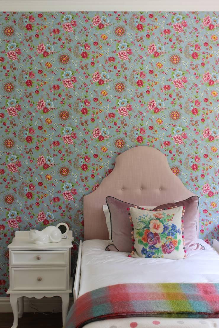 Little Girl's Room—Kloof:  Nursery/kid's room by Taryn Flanagan Interiors