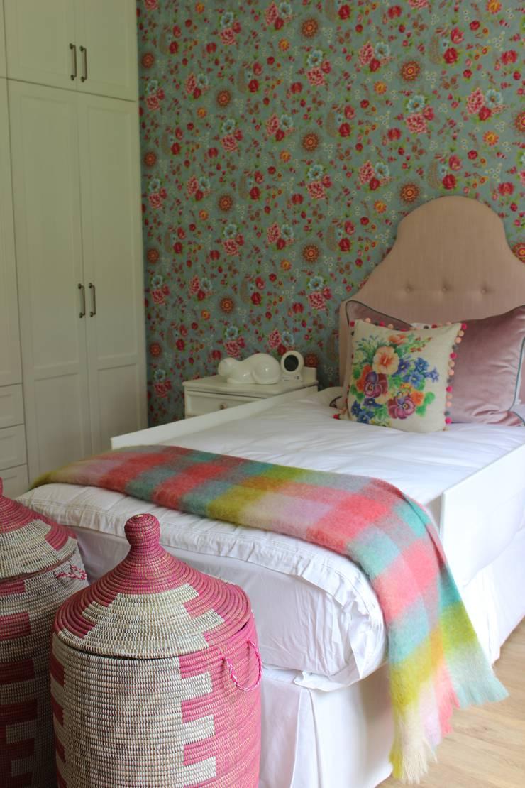 Little Girl's Room—Kloof:  Nursery/kid's room by Taryn Flanagan Interiors, Eclectic