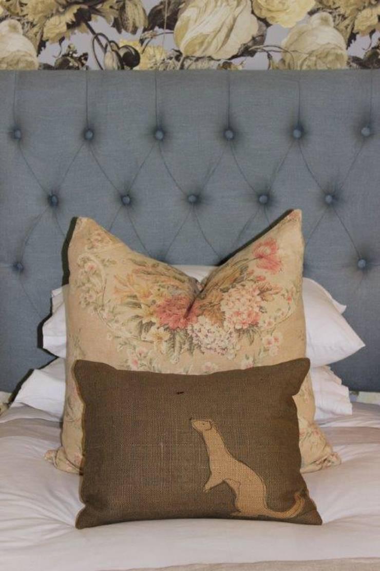 Guest Bedroom - Everton:  Bedroom by Taryn Flanagan Interiors