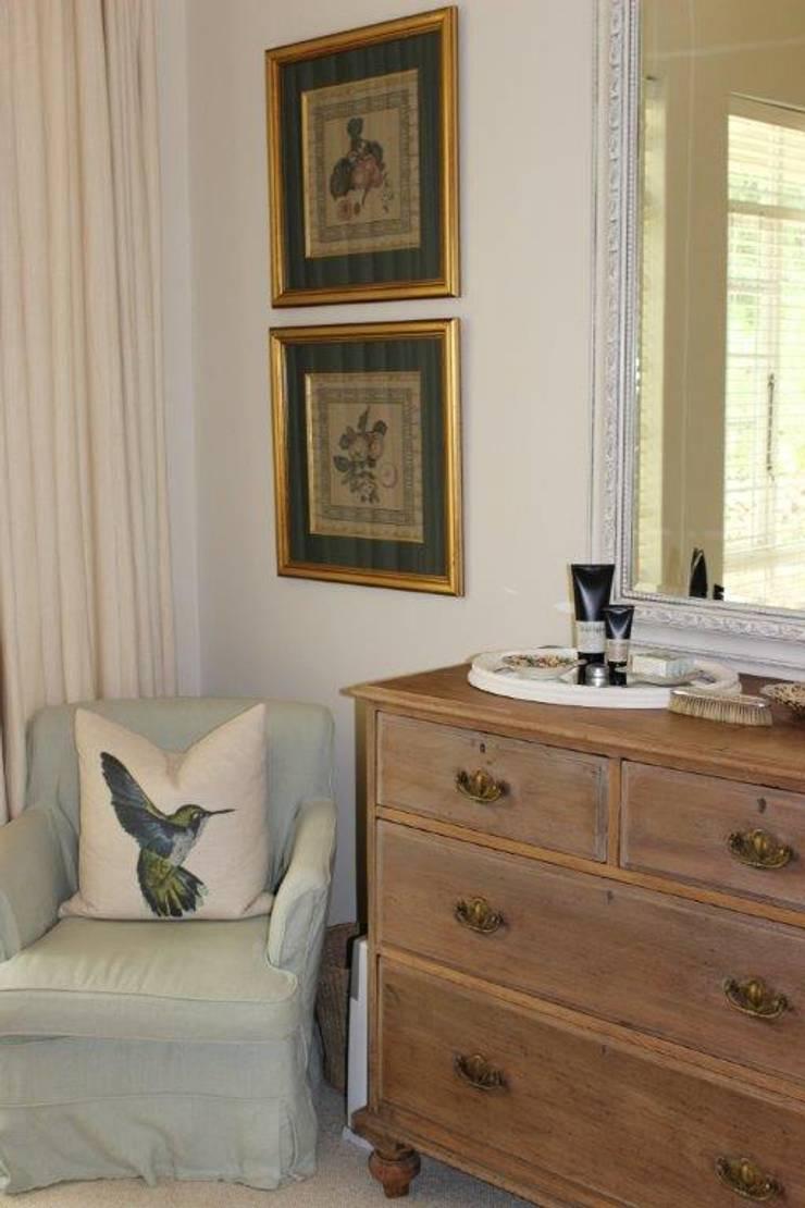 Guest Bedroom—Everton:  Bedroom by Taryn Flanagan Interiors, Country