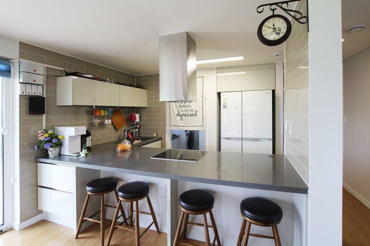 Projekty,  Kuchnia zaprojektowane przez 로이하우스