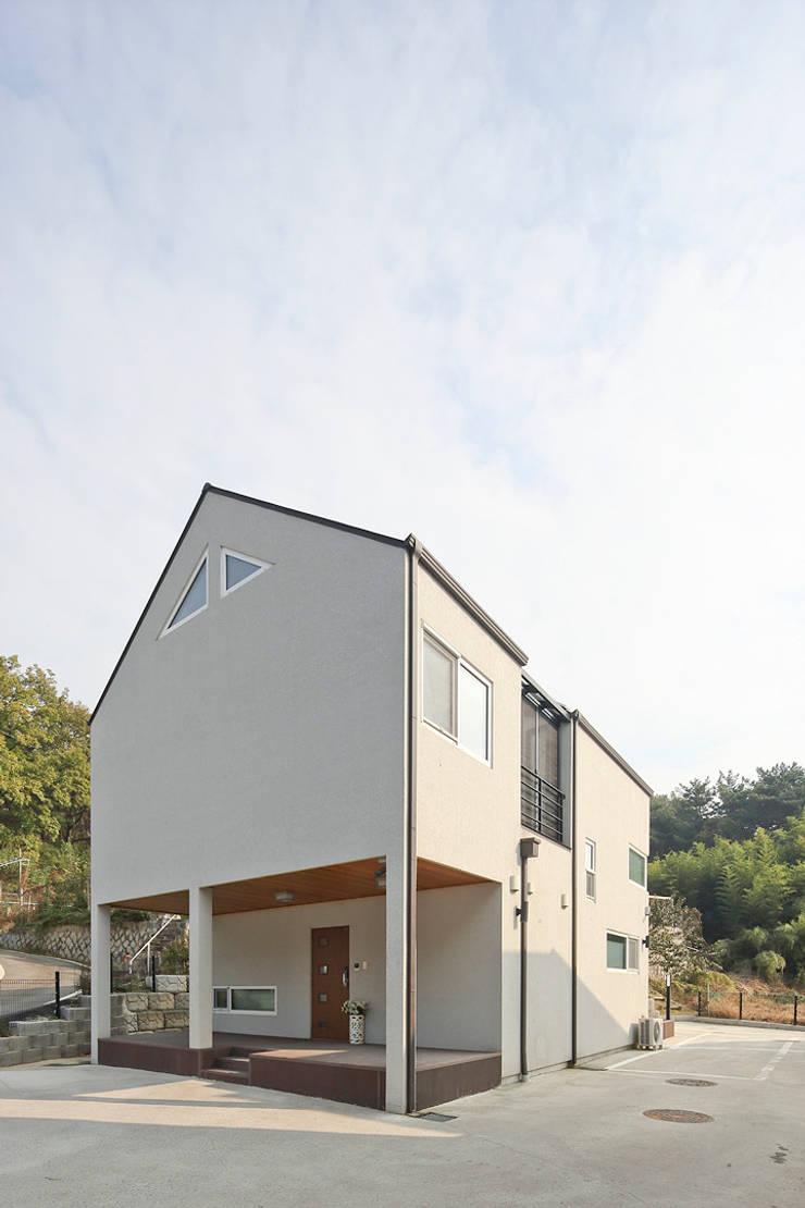 가연림: 로이하우스의  주택