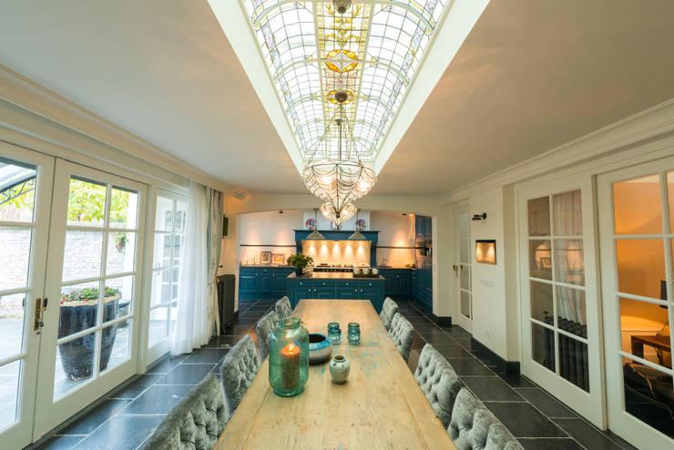 Renovatie en inrichting monumentale stadsvilla:  Keuken door Atelier Denessen Architecture, Eclectisch