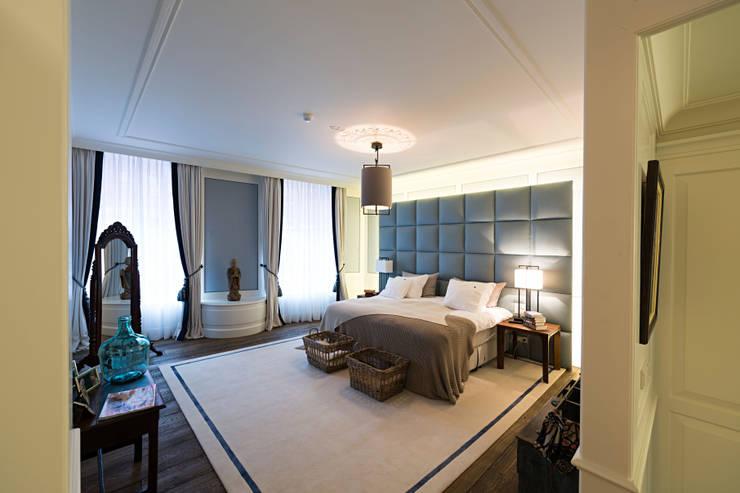 Renovatie en inrichting monumentale stadsvilla:  Slaapkamer door Atelier Denessen Architecture