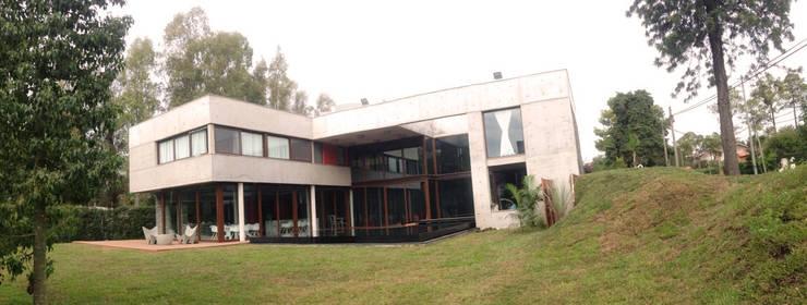 Frente: Casas de estilo  por ARM Arquitectos