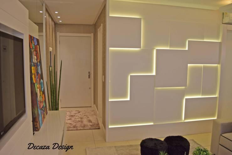 Salas / recibidores de estilo  por DecaZa Design
