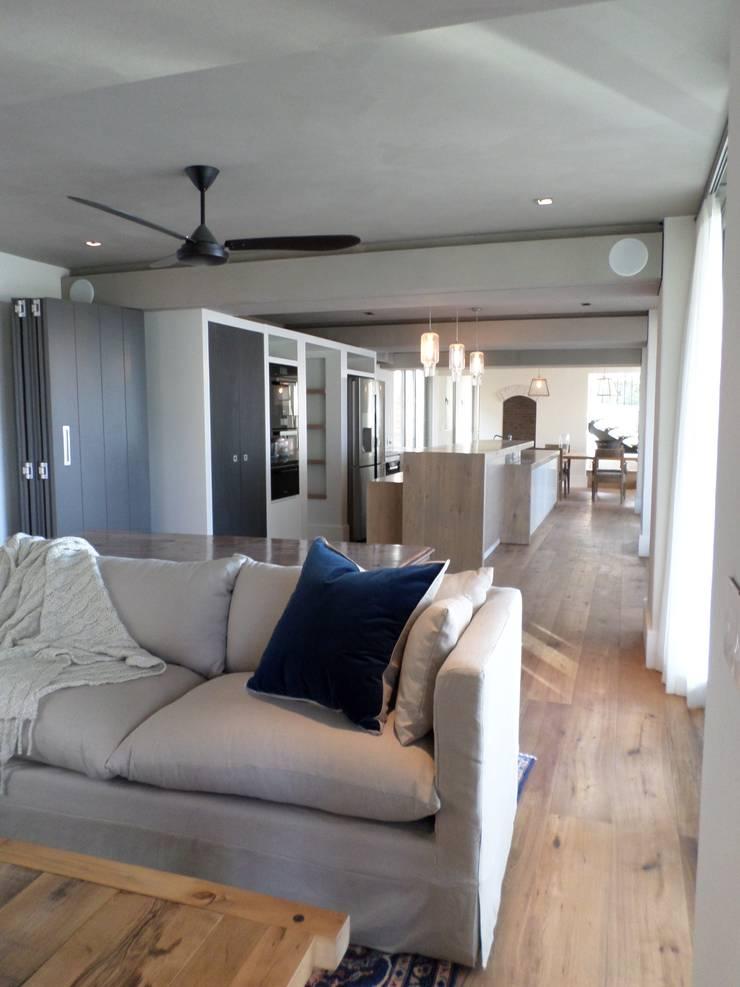 Francolin Road, Camps Bay:  Multimedia room by Claire Cartner Interior Design