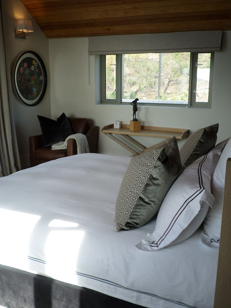 Francolin Road, Camps Bay: eclectic  by Claire Cartner Interior Design, Eclectic Flax/Linen Pink