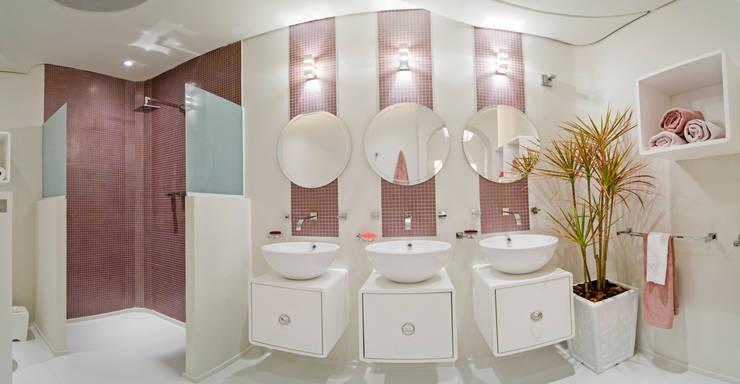 Kamar Mandi oleh Rita Patron Arquitetura e Interiores, Modern