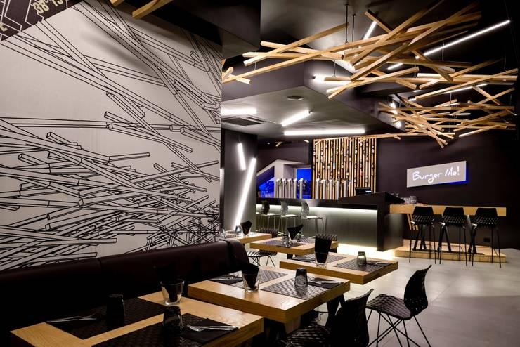 BURGER ME Bar & Club moderni di DORIArchitetti Moderno