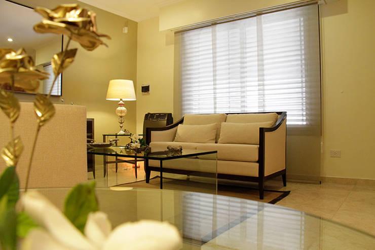 CASA ELEGANTE: Livings de estilo clásico por Majo Barreña Diseño de Interiores