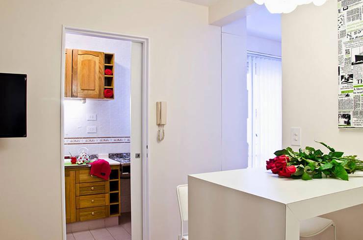 Millenials' Apartment: Comedores de estilo moderno por Majo Barreña Diseño de Interiores
