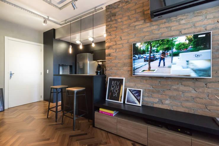 Apartamento Soho: Salas de estar  por K+S arquitetos associados
