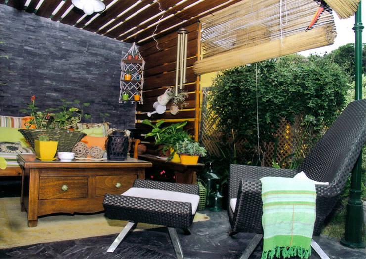 Hierro,   Madera y Policarbonato: Casas de estilo  por Majo Barreña Diseño de Interiores