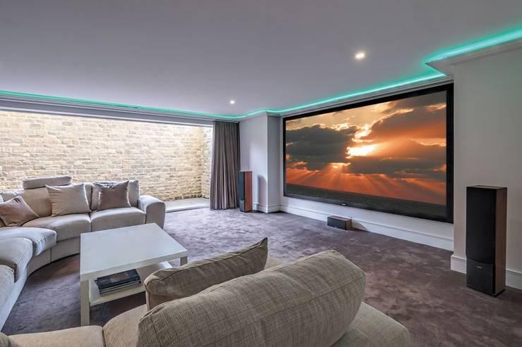 Shades Interiors의  멀티미디어 룸