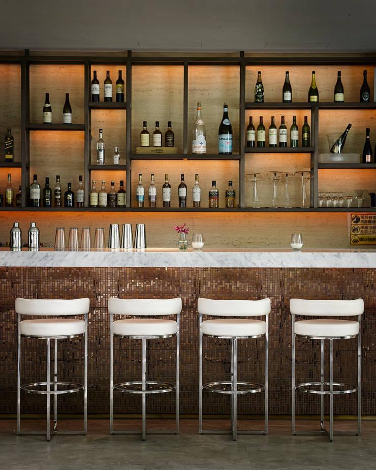 Beluga Restaurant& Bar 吧台區:  酒吧&夜店 by 原形空間設計