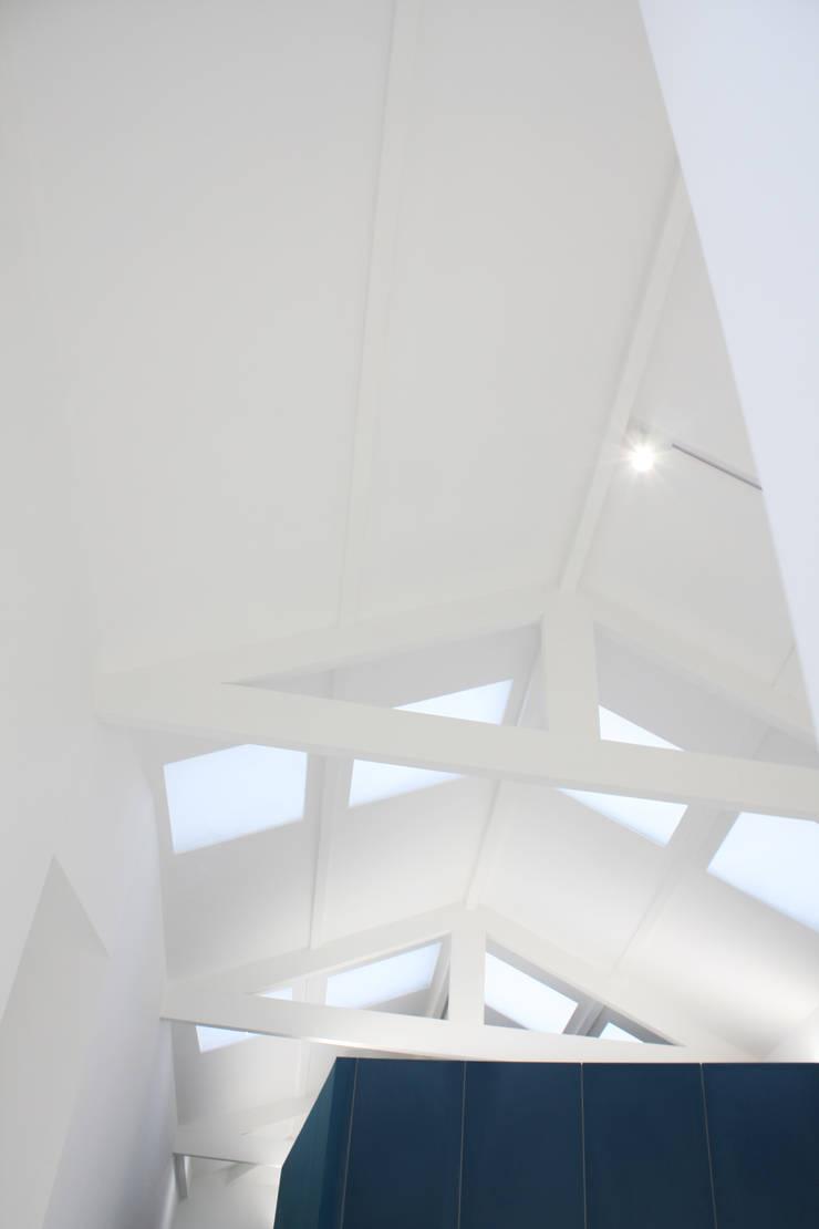 Gable roof by GRAU.ZERO Arquitectura, Minimalist