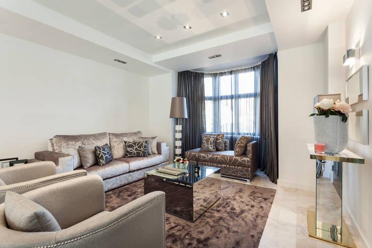 Salas de estilo  por Interdesign Interiores