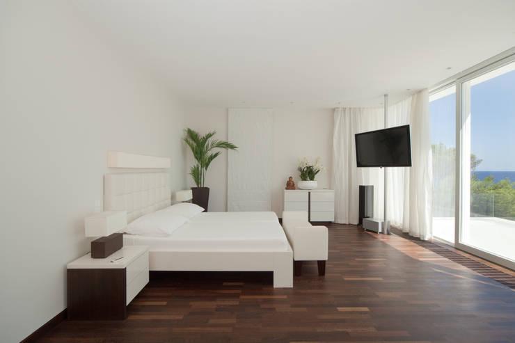 Dormitorios de estilo mediterraneo por jle architekten