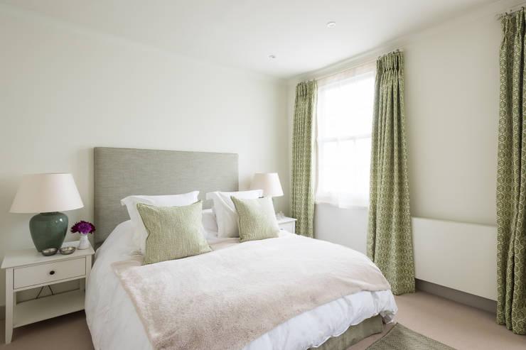 غرفة نوم تنفيذ Grand Design London Ltd